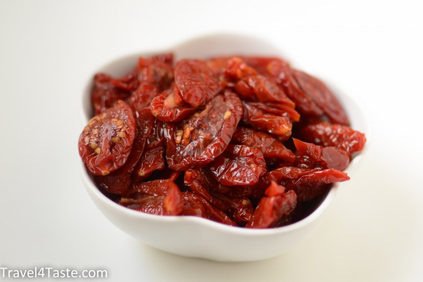 Avocado sun dried tomatoes paste travel for taste - Make sun dried tomatoes explosion flavor ...