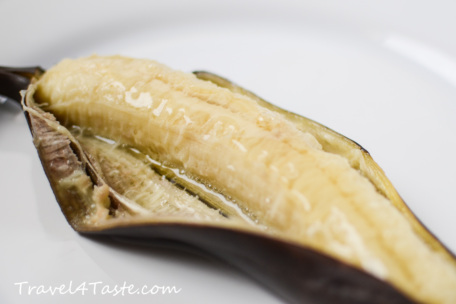 Baked Bananas with Walnuts, Agave Syrup & Mint | Travel For Taste